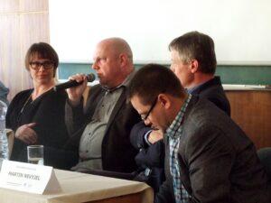Karel Škrabal (s mikrofonem) na přednášce o regionálním zpravodajství. FOTO: Mediator 1 / Ondřej Vrubel